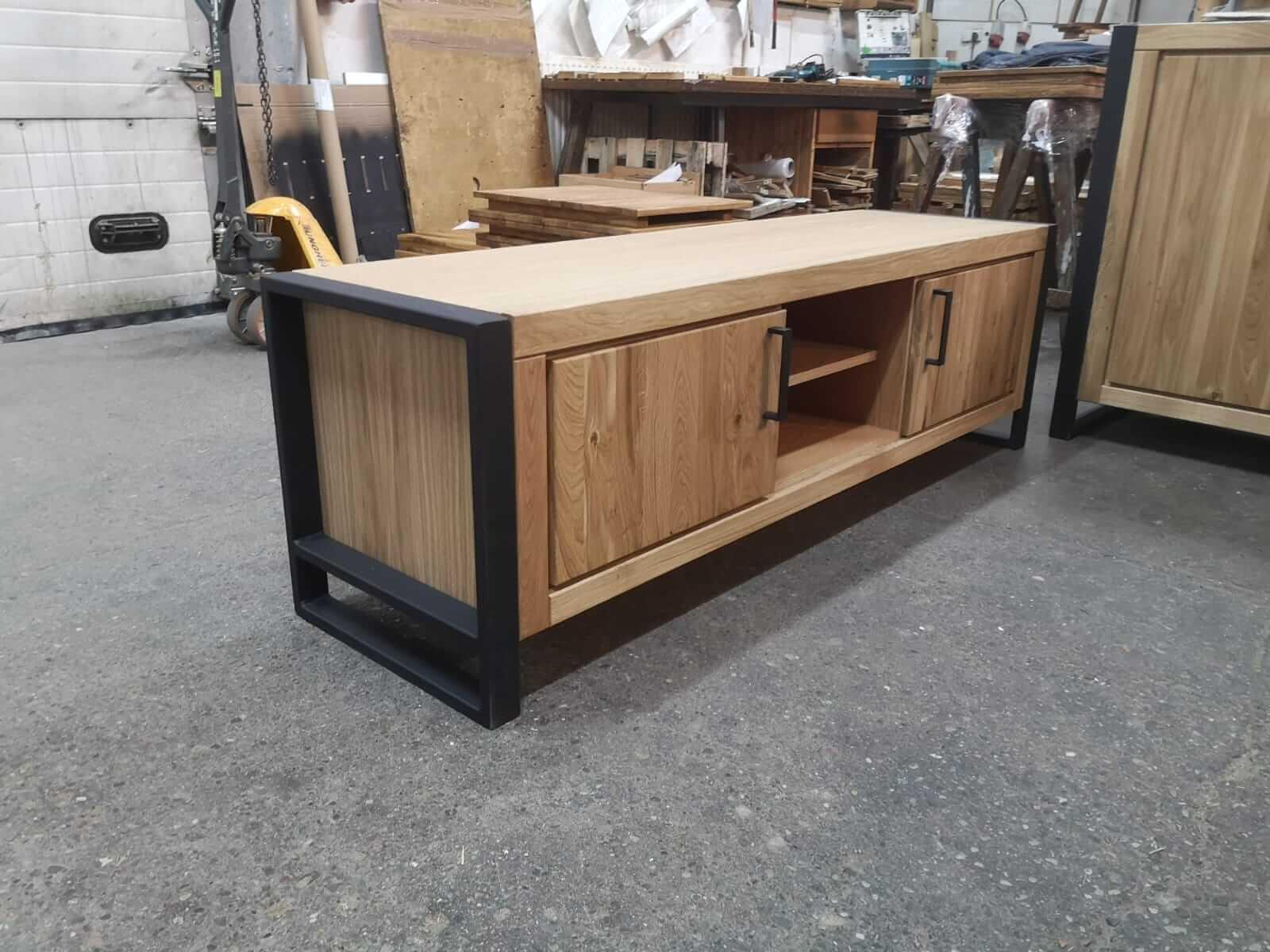 6. Tv-meubel, blank eiken