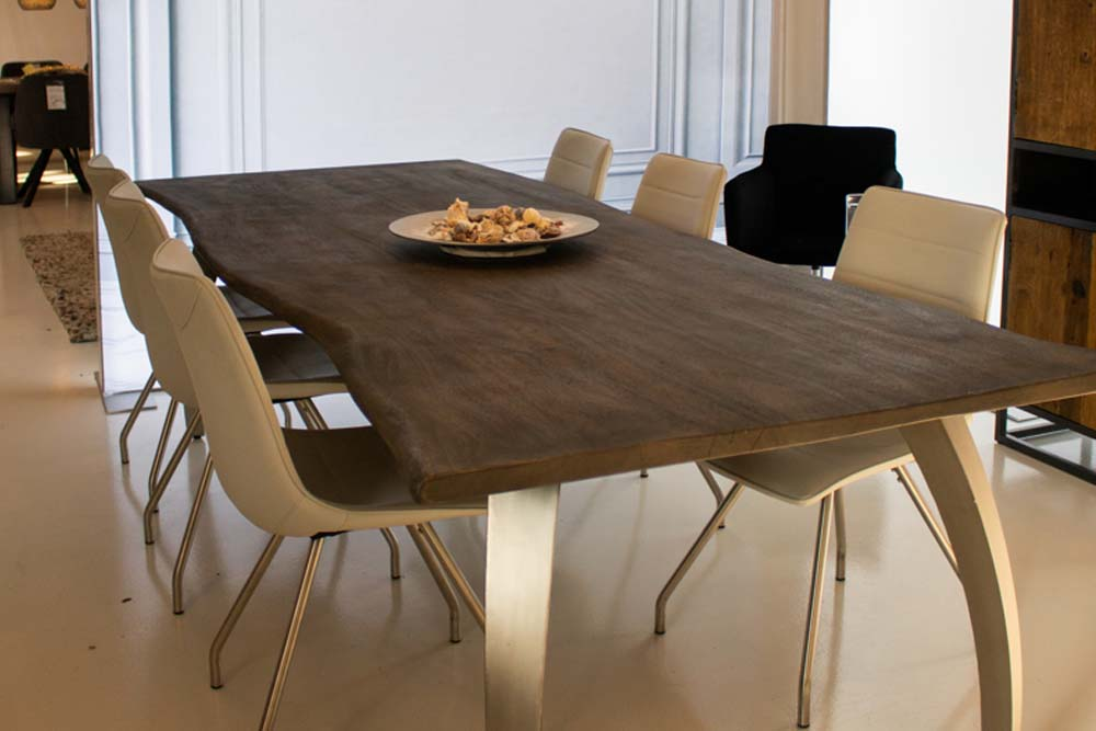 12. Boomstam tafel mango grijs poten metaal geborsteld aluminiumkleur OPRUIMING