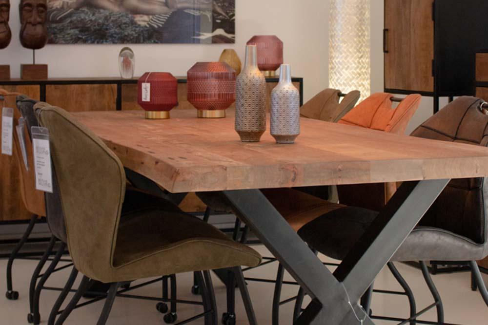 7. Boomstam tafel mango licht bruin met X poten