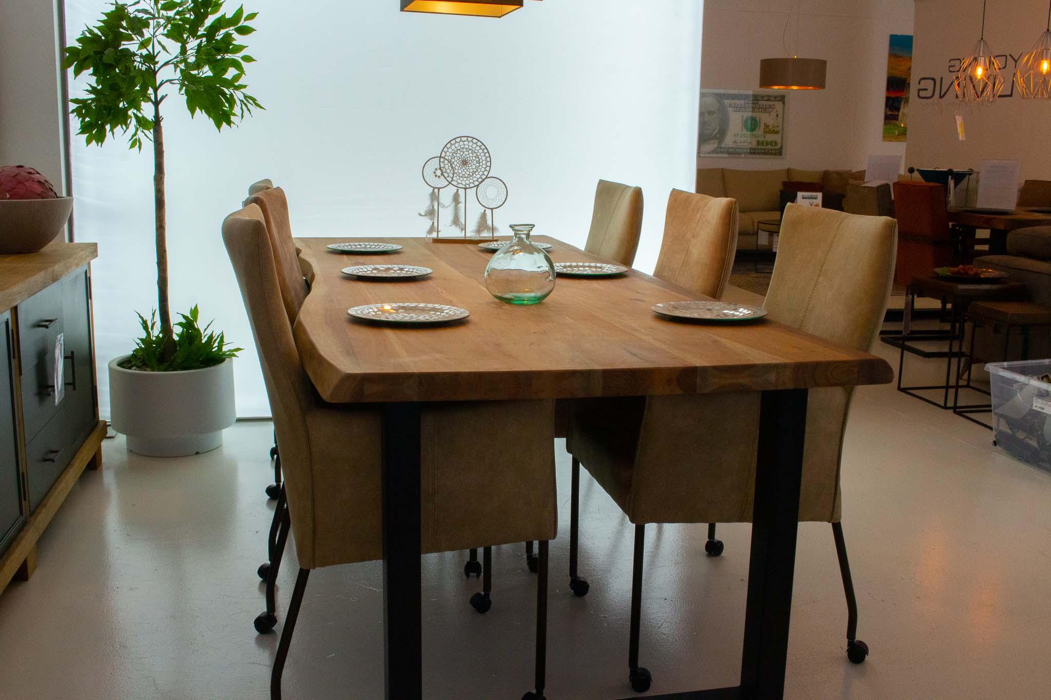 24. Acacia tafel. Naturel onbehandeld U of X poot