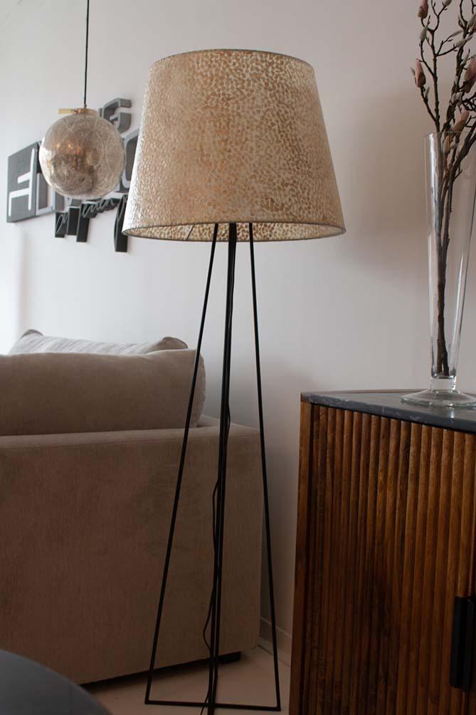 122. Vloerlamp