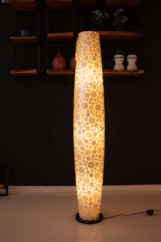 90. Lamp, schelp rond wit