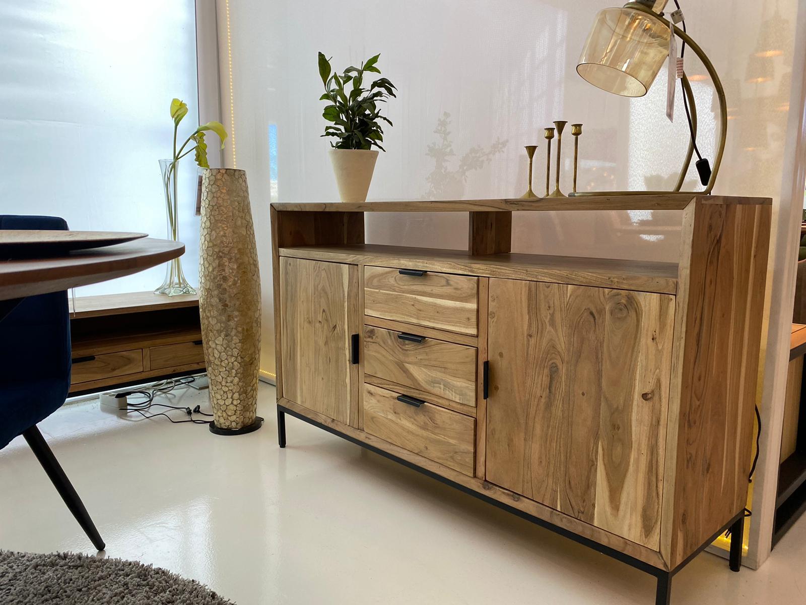 88. Dressoir, Accacia hout